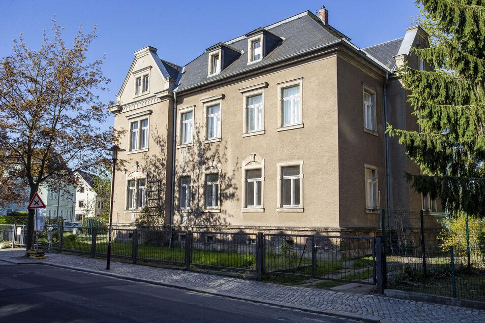 Das Pfarrhaus der Emmaus-Kirche wird ins Gelände der Lessingschule integriert.