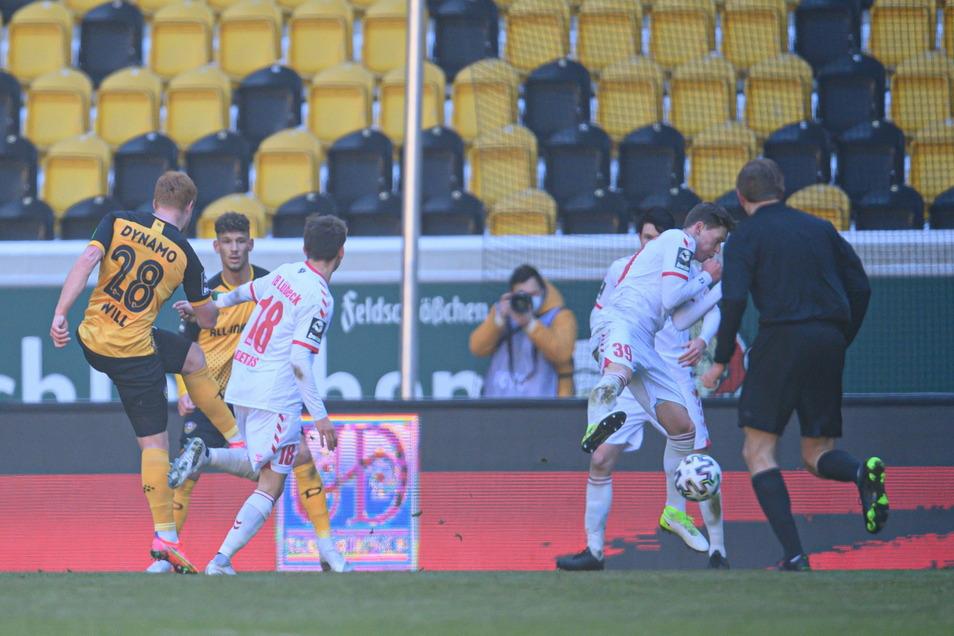 Dynamos Paul Will erzielt mit seinem Fernschuss aus 17 Metern das verdiente 2:0.