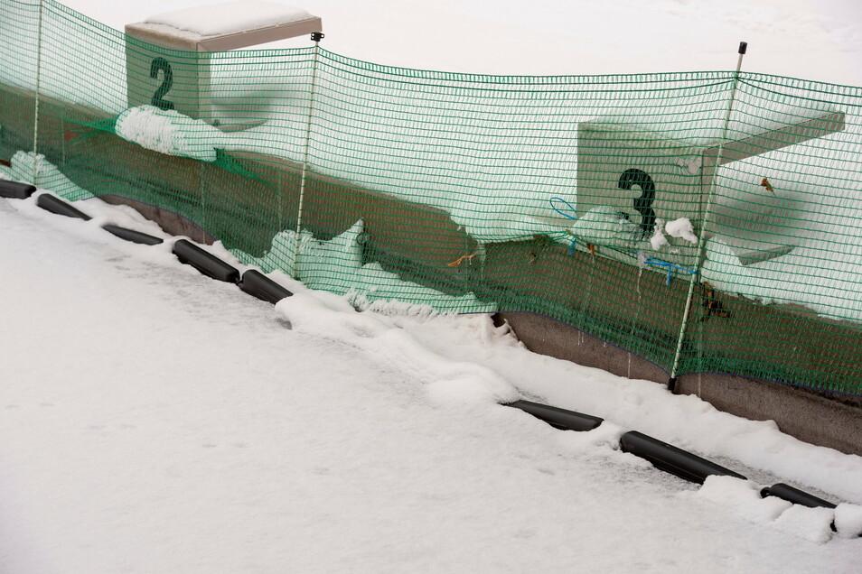 Eisdruckpolster sorgen dafür, dass die Spannung durch das Eis nicht an die Beckenwände gerät.