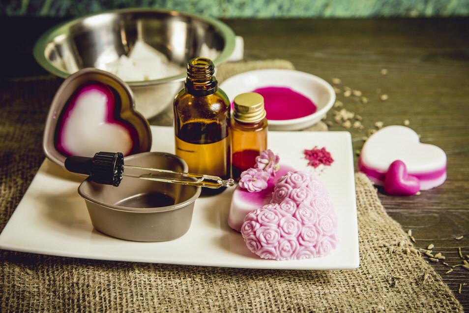 Die Zutaten für ein duftendes Seifenherz