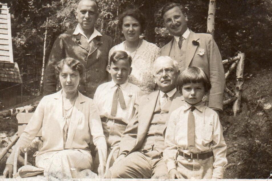 Margarethe und Franz Oppenheimer (vorn) bauten Anfang des 20. Jahrhunderts in Berlin eine Sammlung mit Meissener Porzellan aus den Anfangsjahren der Manufaktur auf.