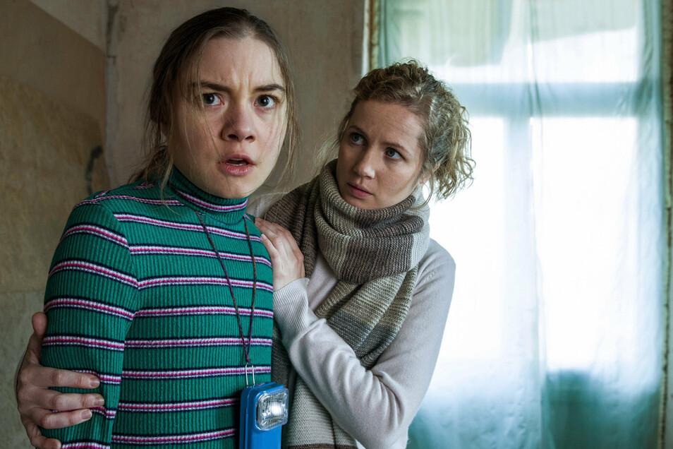Vor Angst erstarrt: Das Mädchen Talia (Hannah Schiller) wird von Wahnvorstellungen geplagt. Für Kommissarin Leonie Winkler (Cornelia Gröschel) ist sie jedoch die einzige Zeugin eines Mordes.