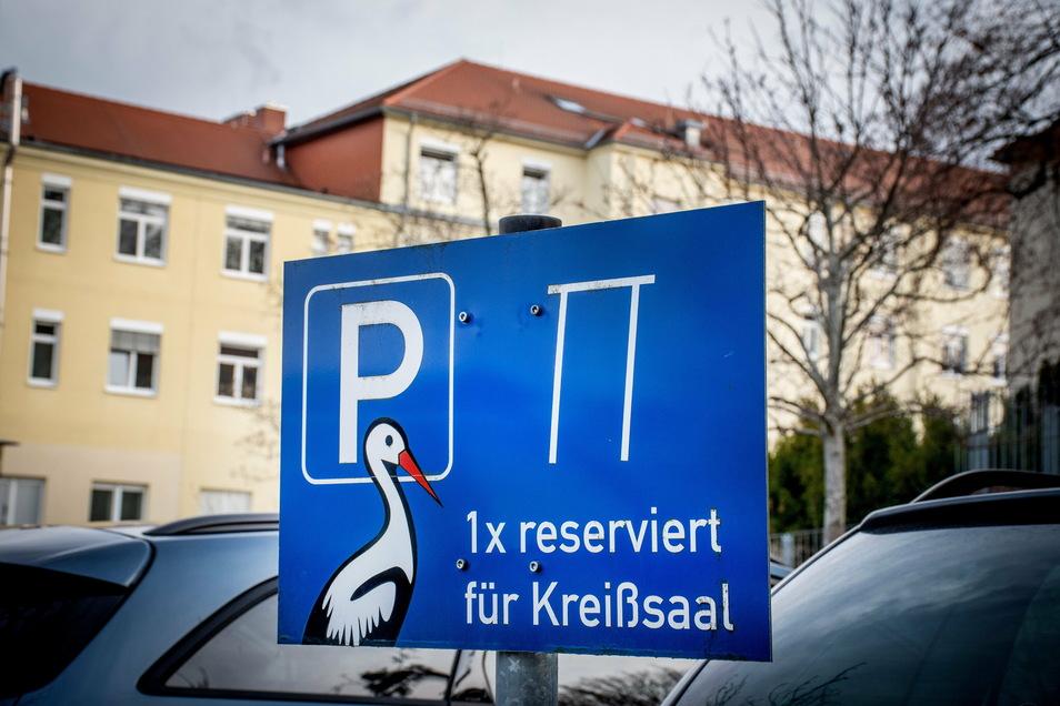 Ein Parkplatz für werdende Eltern wird an Leisnigs Helios-Klinik nicht mehr notwendig sein. Die dortige Geburtsklinik ist schon geschlossen und wird auch nicht wieder öffnen, teilt die Geschäftsleitung mit.