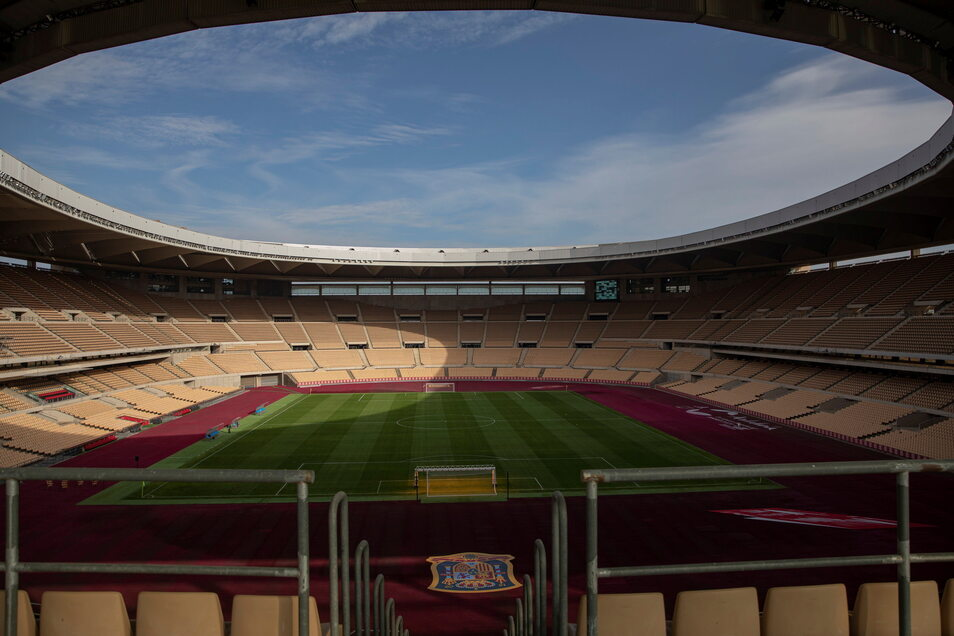 Sevilla, La Cartuja: 19.000 zugelassene Zuschauer; drei Gruppenspiele, ein Achtelfinale.