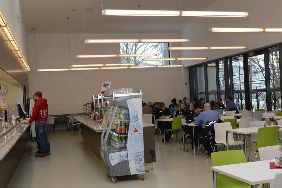 2012 wurde die Mensa der Polizeihochschule eingeweiht, im Moment wird sie erweitert. In der aktuell vorhandenen Containerlösung soll mit Beginn des neuen Schuljahres an der Oberschule wieder Essen ausgereicht werden.
