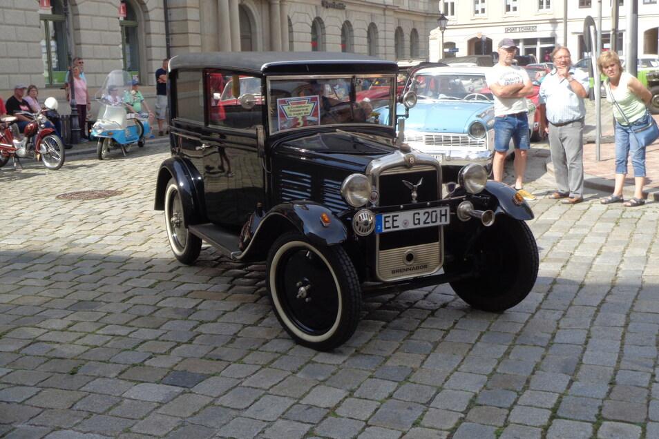 Prachtfahrzeuge vergangener Zeiten prägten das Oldtimertreffen am Sonntag.