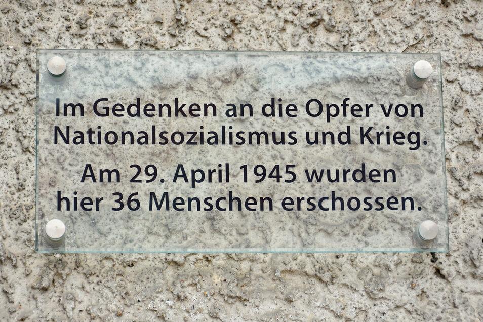 Gedenktafel an der Kirche in Lommatzsch an die Ereignisse vom 29. April 1945.