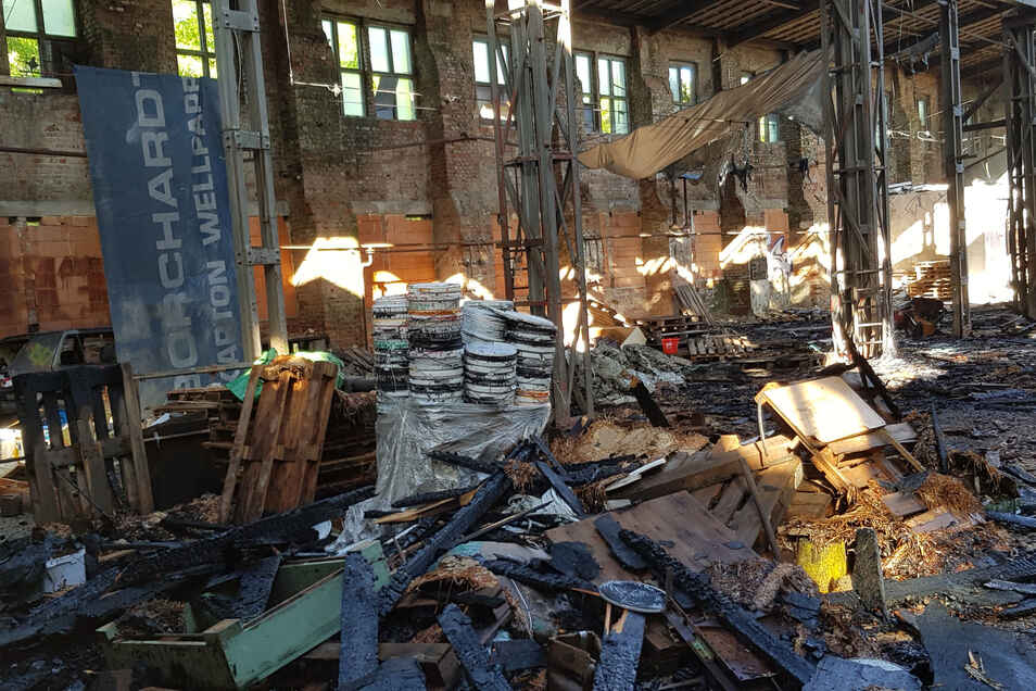 Einer der größten Brände der letzten Wochen ereignete sich an der alten Zellstofffabrik.