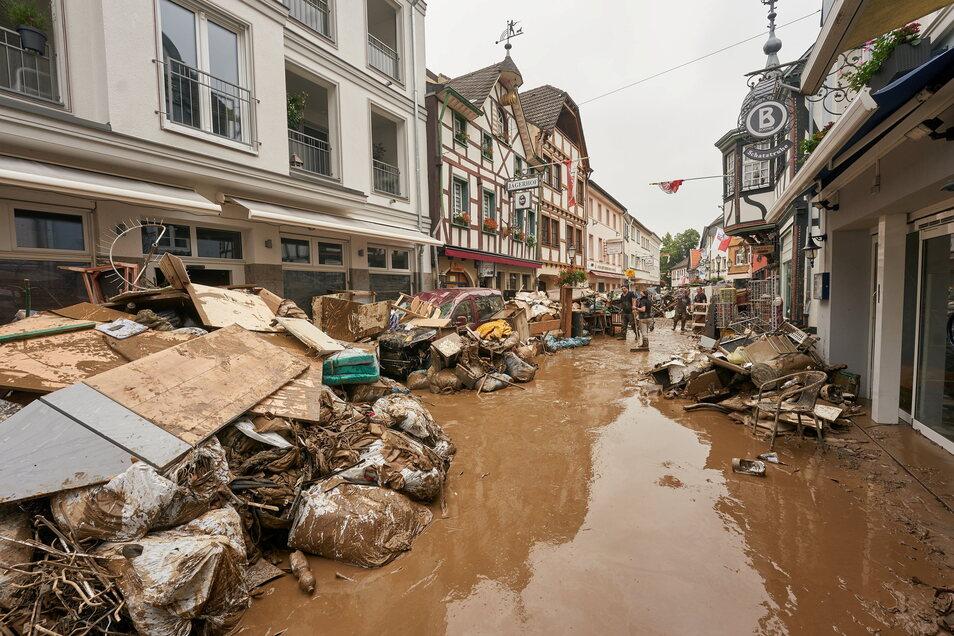 """In den vom Hochwasser gezeichneten Gebieten geben sich Rechtsextremisten als """"Kümmerer""""."""