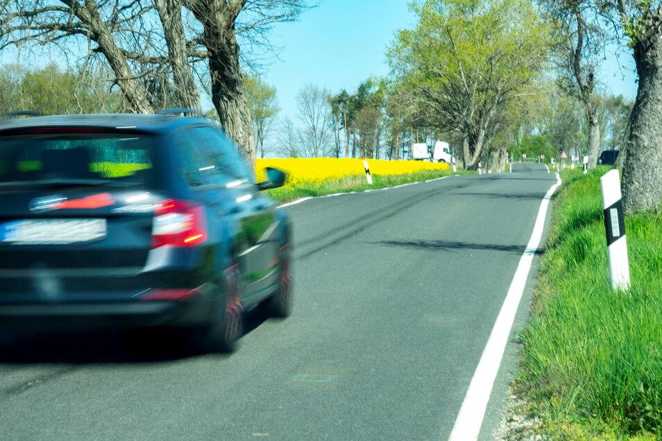 Das Foto zeigt die Ortsverbindungsstraße zwischen Weida und Mautitz vor einem Jahr. Die gut 1,8 Kilometer lange Straße soll jetzt saniert werden.