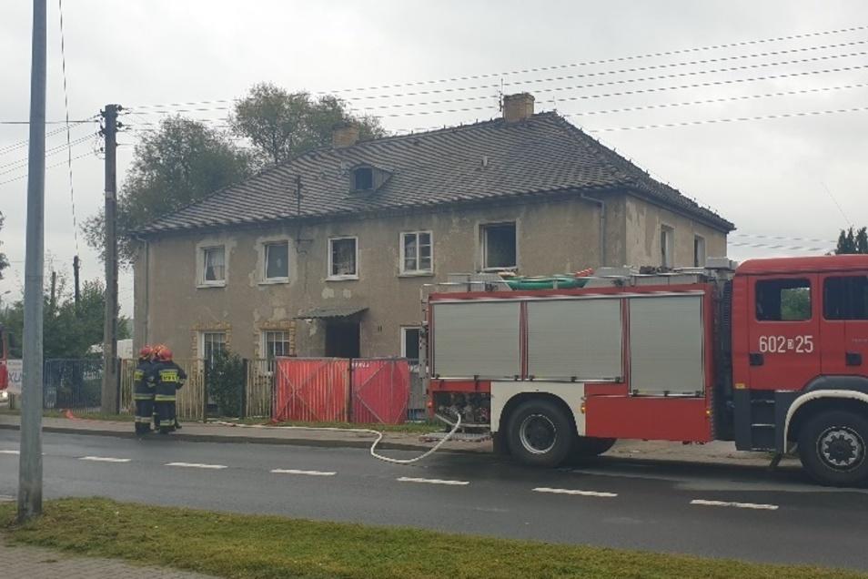 In diesem Haus brach das Feuer aus.