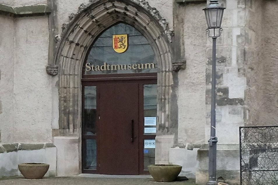 """Im Stadtmuseum sollte an diesem Sonnabend die neue Sonderschau """"Silberglanz & weiße Erde"""" eröffnet werden."""