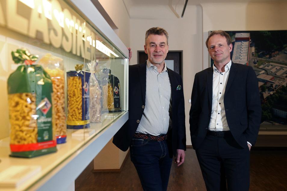 Jakob Hess (l.) und Mike Hennig sind die neuen Geschäftsführer im neuerdings ausgegliederten Nudelcenter und bei den Teigwaren Riesa.