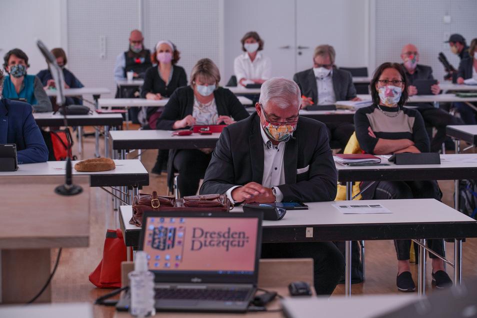 Der Dresdner Stadtrat tagt am Donnerstag in einer großen Messehalle - mit mehr Abstand als vor drei Wochen in der Börse.