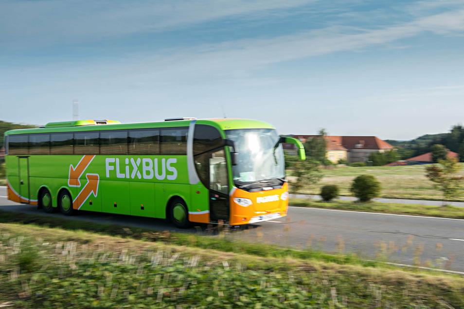 Dieses Bild ist über ein halbes Jahr alt: Ein Flixbus war auf dem Weg nach Bautzen. Seit Corona rollt kein Fernbus mehr zwischen der Oberlausitz und Berlin.