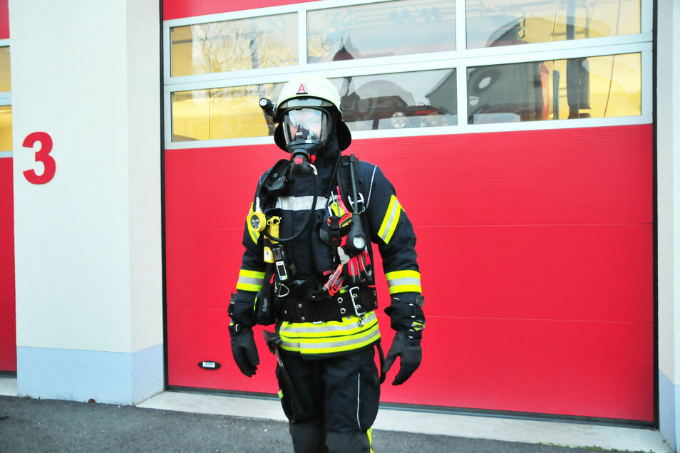Feuerwehrmann ist nicht gleich Feuerwehrmann. Nur wer eine extra Ausbildung hat, darf auch in brennende Häuser gehen. Das soll in der Gemeinde Nünchritz nun mehr gewürdigt werden.