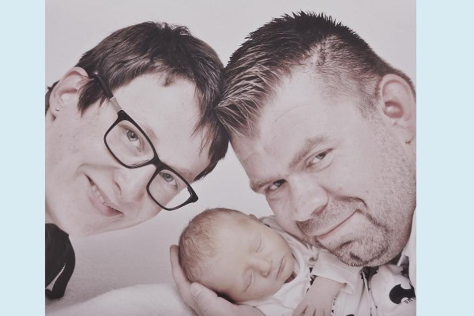 Leo Geboren am 13. Juli Geburtsort Bautzen Gewicht 2988 Gramm Größe 49 Zentimeter Eltern Mandy Spieth und Hagen Steinbeck Wohnort Bautzen Foto: privat