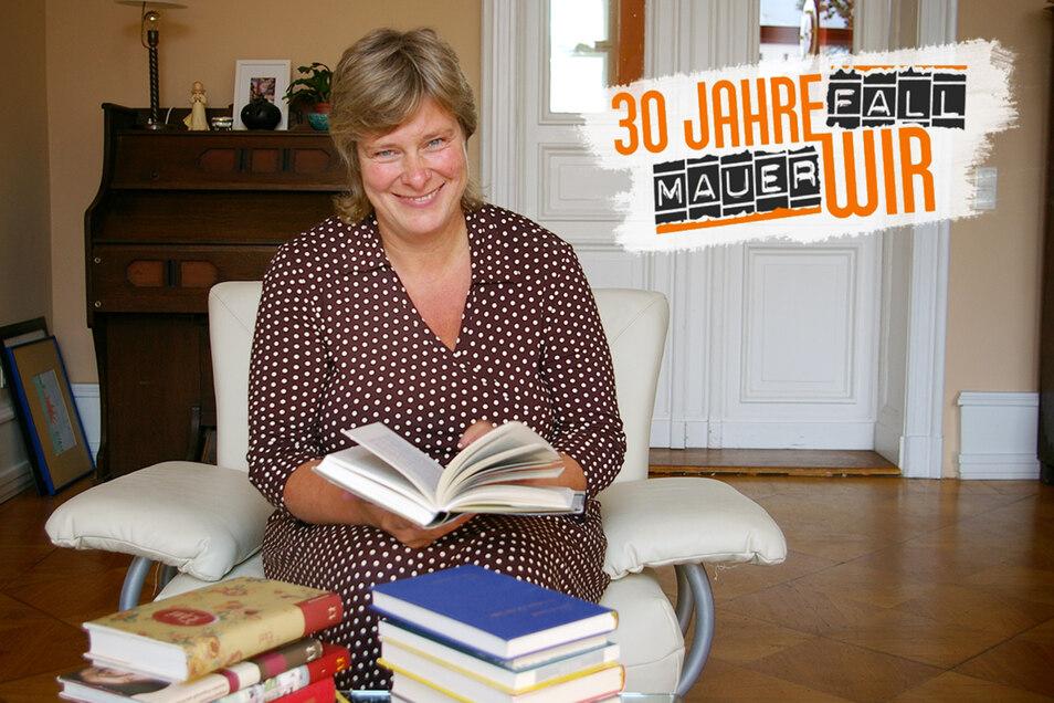 Katrin Rohnstock veranstaltet seit 17 Jahren Ost-West-Erzählsalons.