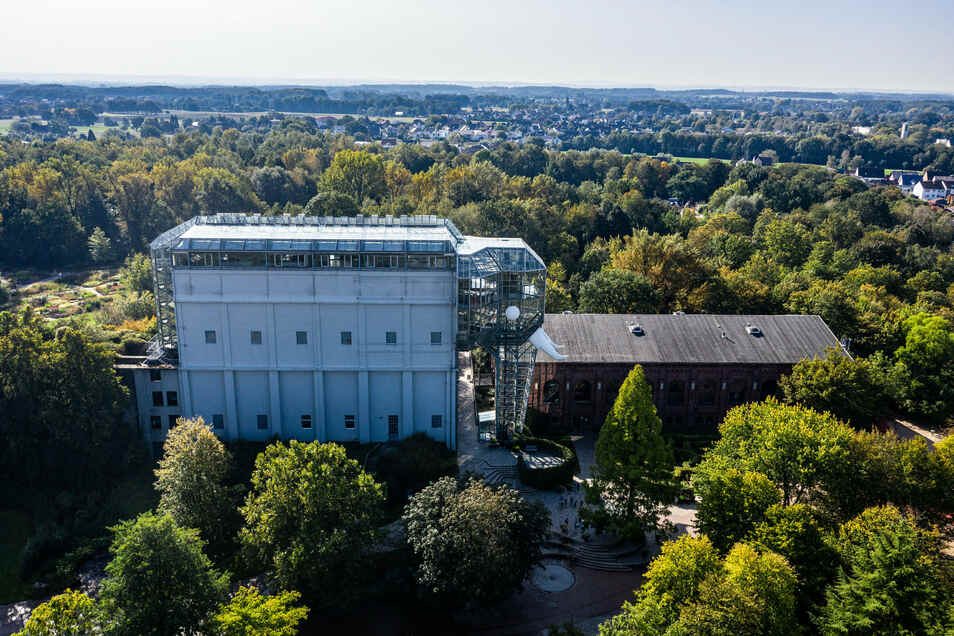 Der Maximilianpark der westfälischen Stadt Hamm. Angesichts des explosionsartigen Anstiegs der Corona-Neuinfektionen, führt die Stadt neue Beschränkungen und für weiterführende Schulen eine Maskenpflicht im Unterricht ein.