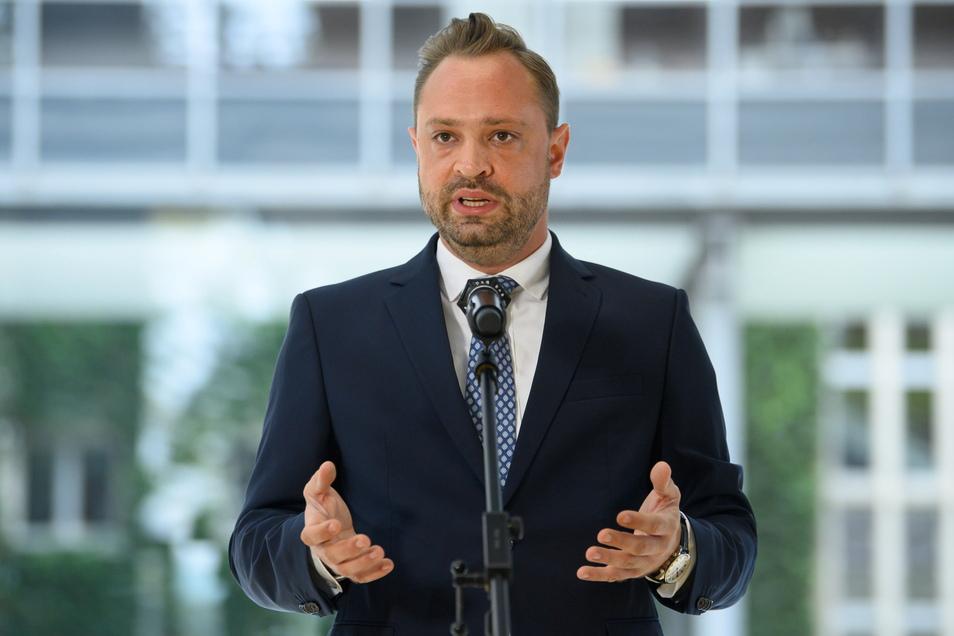 """Alexander Dierks, Generalsekretär der CDU Sachsen, nach der Bundestagswahl: """"Es ist ein Ergebnis, aus dem sich in keiner Weise unmittelbar ein Regierungsauftrag ableitet."""""""