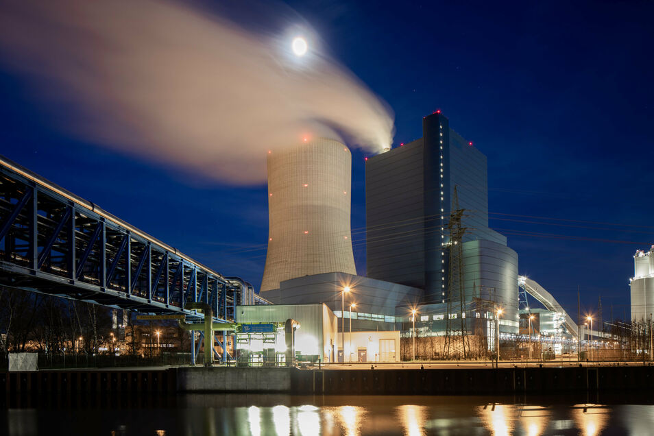 Das Steinkohlekraftwerk Datteln 4 in NRW soll ans Netz gehen.