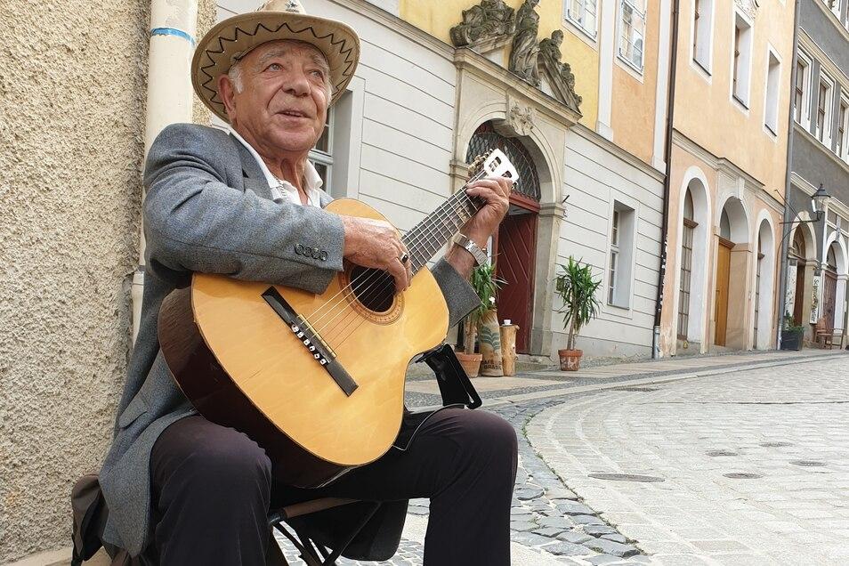 Berufsmusiker Stani Dumanski spielt oft in Görlitz.