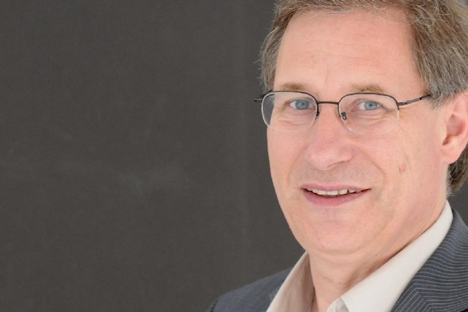 Unser Autor: Detlef Pollack, geboren 1955 in Weimar, hat von 1976 bis 1981 Theologie in Leipzig studiert und wurde dort 1994 Professor für Religions- und Kirchensoziologie. Seit 2018 ist er Professor an der Uni Münster. Aktuell erscheint von ihm im Transc