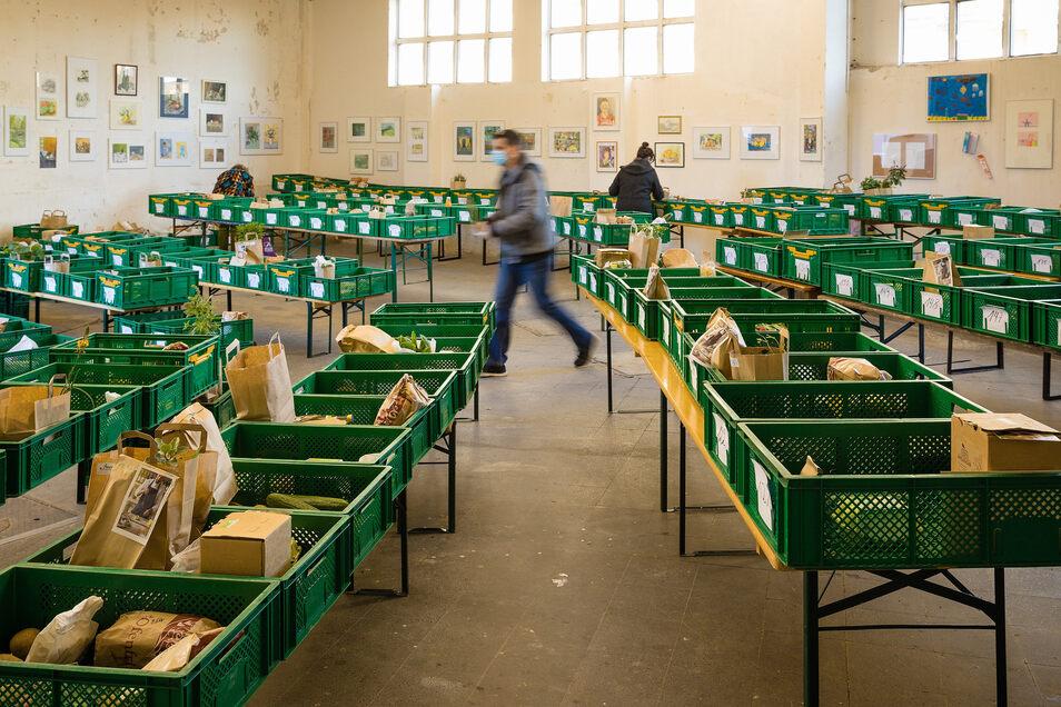 In den Räumen des Riesa Efau in der Dresdner Friedrichstadt hat Fanny Schiel Ende 2016 die erste Marktschwärmerei eröffnet. Hier verkauft sie bis heute. Nur, dass die Menschen sich ihre Waren in Corona-Zeiten aus Kisten abholen müssen.