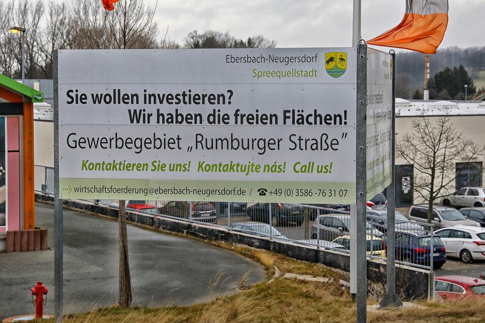 Mit der Post ist ein neuer Investor für das Gewerbegebiet in Ebersbach gefunden. Das Areal füllt sich, einige Flächen sind aber noch frei.