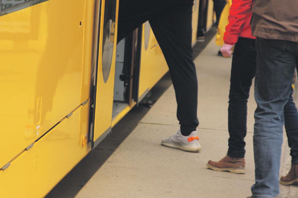 Wegen des Niveauunterschiedes war der Bahnsteig bisher nicht für Rollstuhlfahrer geeignet: Haltestelle Liststraße wird jetzt zur barrierefreien Station umgebaut.
