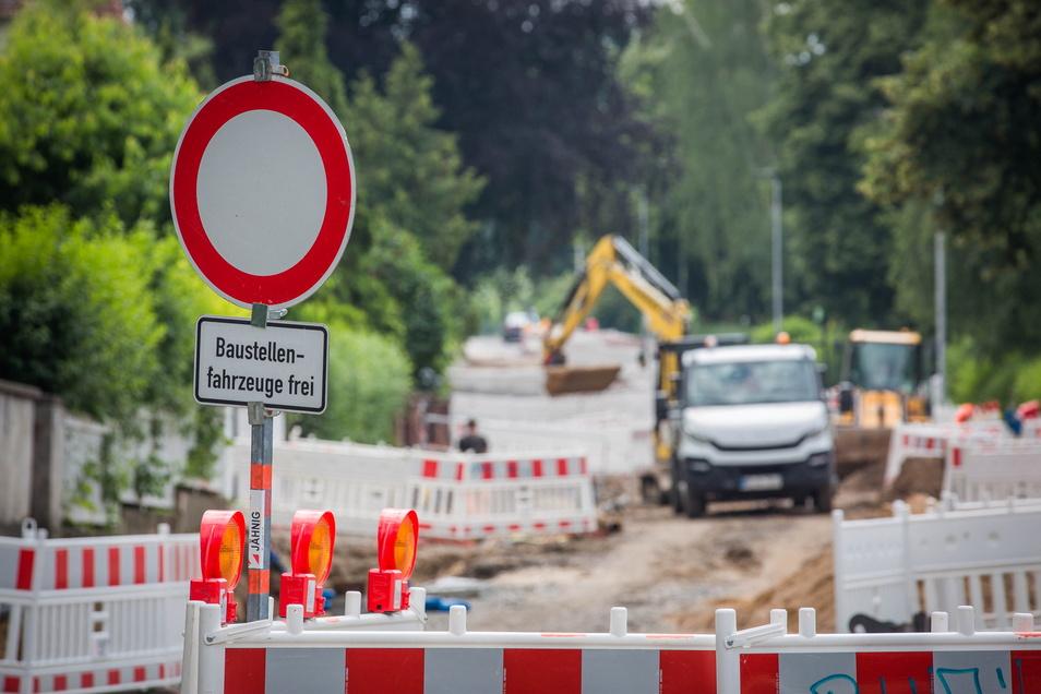 Großbaustelle Caspar-David-Friedrich-Straße: Drei Jahre dauert die Sanierung der wichtigen Verbindung in Richtung Südhöhe. 2023 soll sie fertig sein.