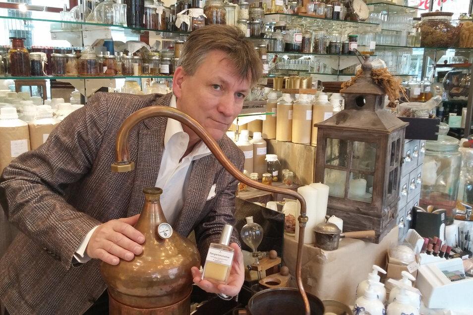 Uwe Herrich übersetzt Erinnerungen und Emotionen seiner Kunden in Düfte