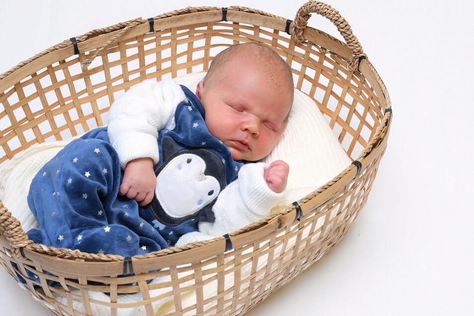 Clemens, geboren am 7. April, Geburtsort: Freital, Gewicht: 3.220 Gramm, Größe: 47 Zentimeter, Eltern: Madeleine Hommel und Denny Langhammer mit Paul, Wohnort: Freital