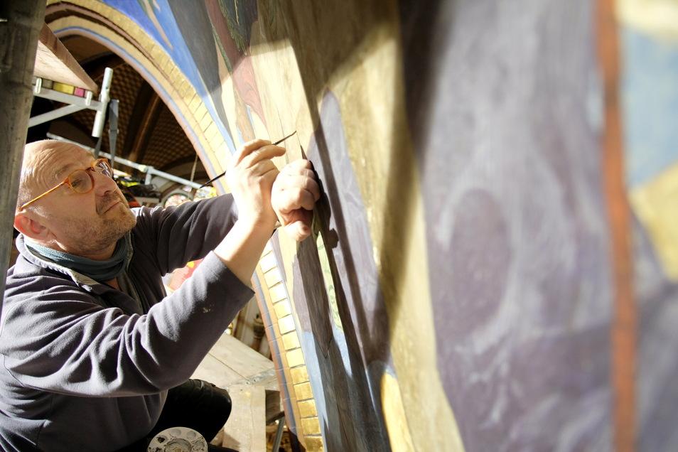 Noch bis Ende Juli sollen die Restaurierungsarbeiten andauern. Nicht sehr viel länger hat es gedauert, um das komplette Wandgemälde aufzumalen.