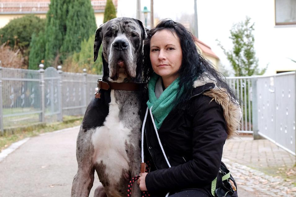 Diese Nachbarin hat sich jetzt eine Dogge zugelegt, um sich gegen den aggressiven Mann zu schützen.