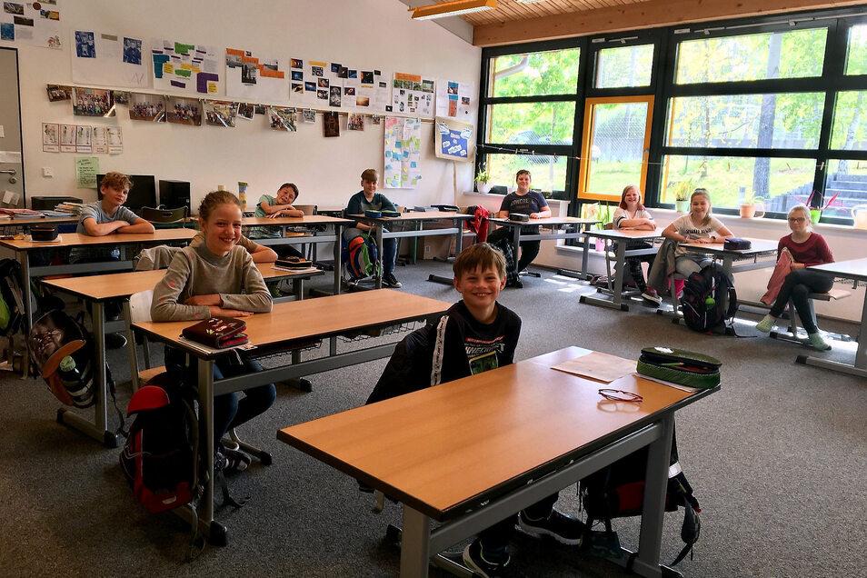 Endlich wieder fast richtig Schule. Die 4. Klassen durften am Mittwoch auch in Radeburg zurück in die Schule. Allerdings mit ungewohnten Auflagen und Einschränkungen.