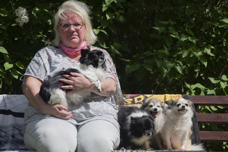 Kerstin Schäfer (52) aus Kamenz leidet seit Jahren an Depressionen. Ihre vier Chihuahuas helfen ihr gerade sehr durch die Corona-Krise. Die stellt psychisch Kranke vor zusätzliche Herausforderungen.