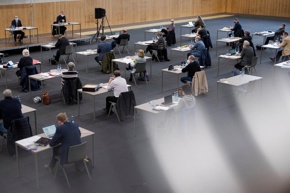 Wegen der Corona-Pandemie tagt der Görlitzer Stadtrat in der Schenckendorff-Turnhalle.