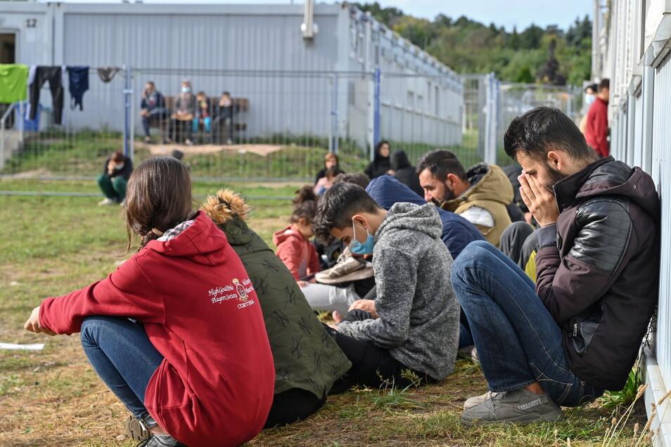Migranten an der Erstaufnahmeeinrichtung für Asylbewerber des Landes Brandenburg: Auch in Sachsen hat sich die Flüchtlings-Situation verschärft.