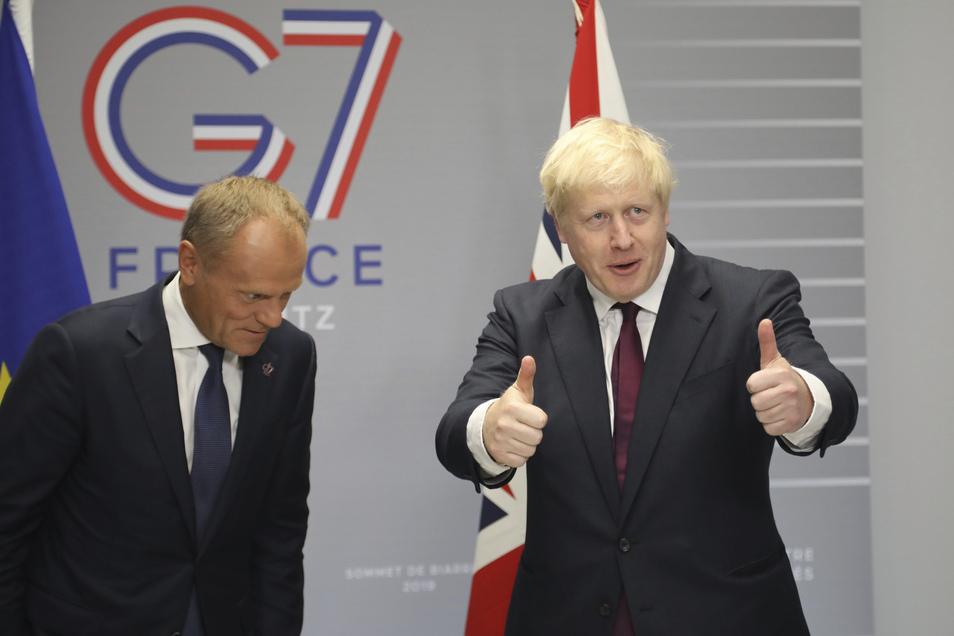Am Rande des G-7-Gipfels in Frankreich traf sich Großbritanniens Premier Boris Johnson (re.) mit EU-Ratspräsident Donald Tusk.
