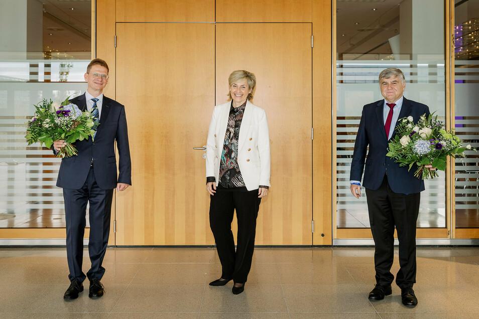 Ulrich Liebenow, MDR-Betriebsdirektor (l.), Karola Wille (Intendantin)und Sandro Viroli.