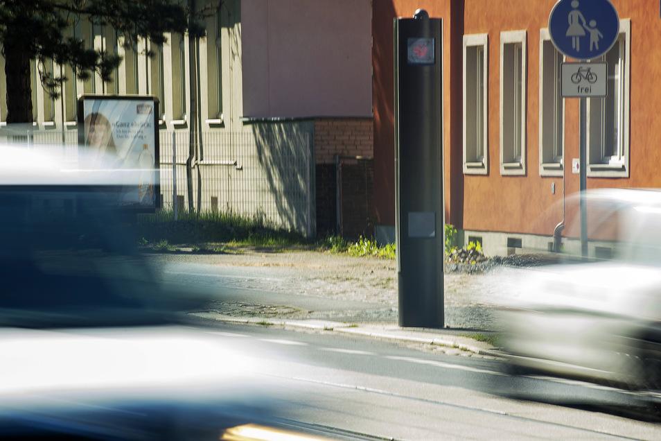 Das ist der neue Blitzer an der Ecke Meißner Straße/Forststraße im Osten von Radebeul. Mittlerweile hat es hier einige Autofahrer, teils auch in der zweiten Spur, erwischt.