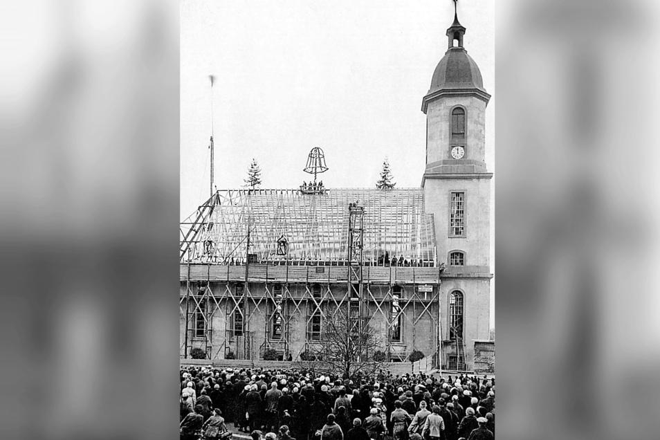 Das Foto entstand im November 1935. Da hatte der Wiederaufbau schon beachtliche Fortschritte gemacht, es wurde Richtfest gefeiert.
