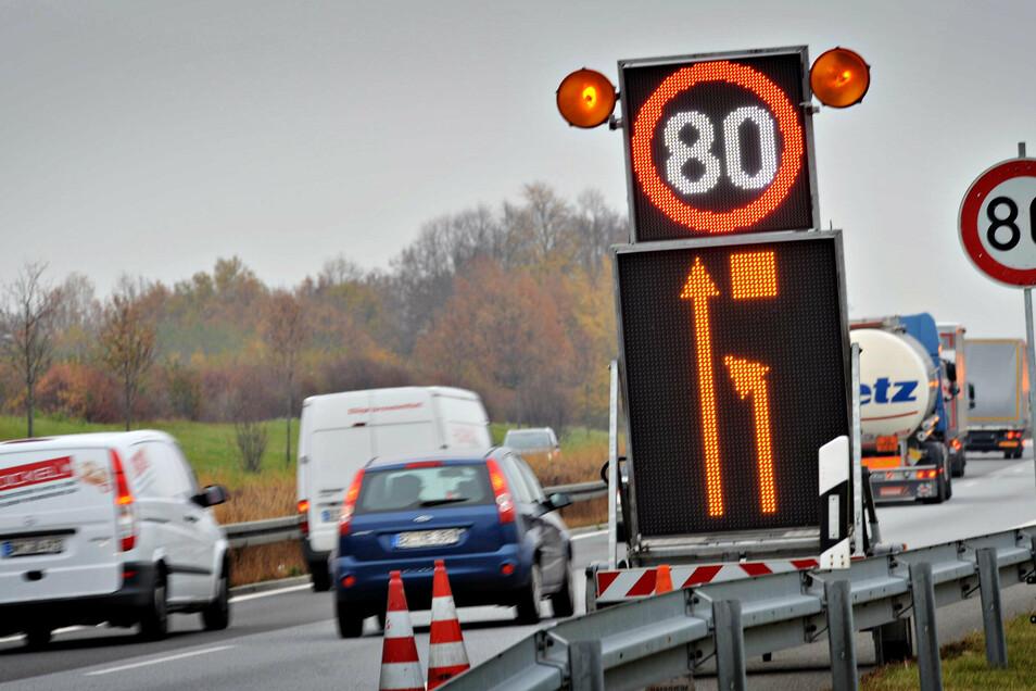 Aufgrund von Bauarbeiten auf der A 4 zwischen den Anschlussstellen Ottendorf-Okrilla und Pulsnitz wird die Geschwindigkeit dort in den nächsten Wochen auf 80 km/h reduziert.