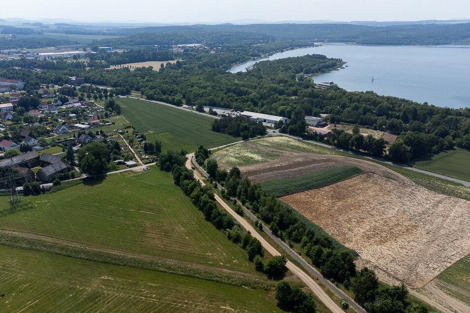 Die künftige Kiesabbaufläche bei Hagenwerder ist aus der Luft gut erkennbar - und auch, wie nah dran sie an Ortschaft und Berzdorfer See liegt.