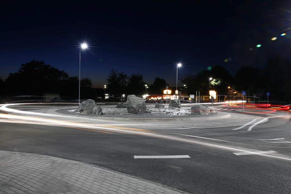 Kreisverkehr an der Einsteinstraße in Pirna: Neue Lampen für die Fußgängerüberwege.