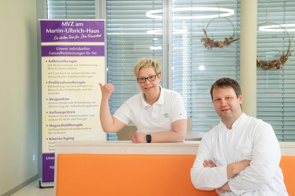 Das MVZ des Orthopädiezentrums Rothenburg mit Leiterin Ivette Tanz (links) und Dr. Mathias Hellmuth bietet zusätzliche Gesundheitsleistungen an.