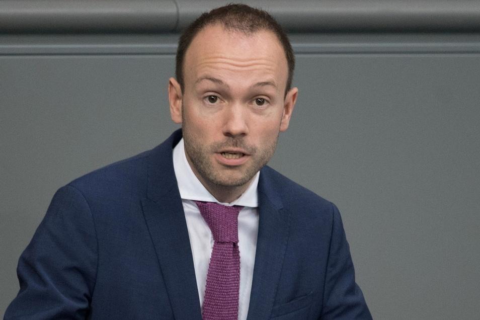 Der ehemalige CDU-Abgeordnete Nikolas Löbel reiste dienstlich nach Aserbaidschan, seinen Antrag auf Dienstreise nach Albanien lehnte der Bundestag ab.