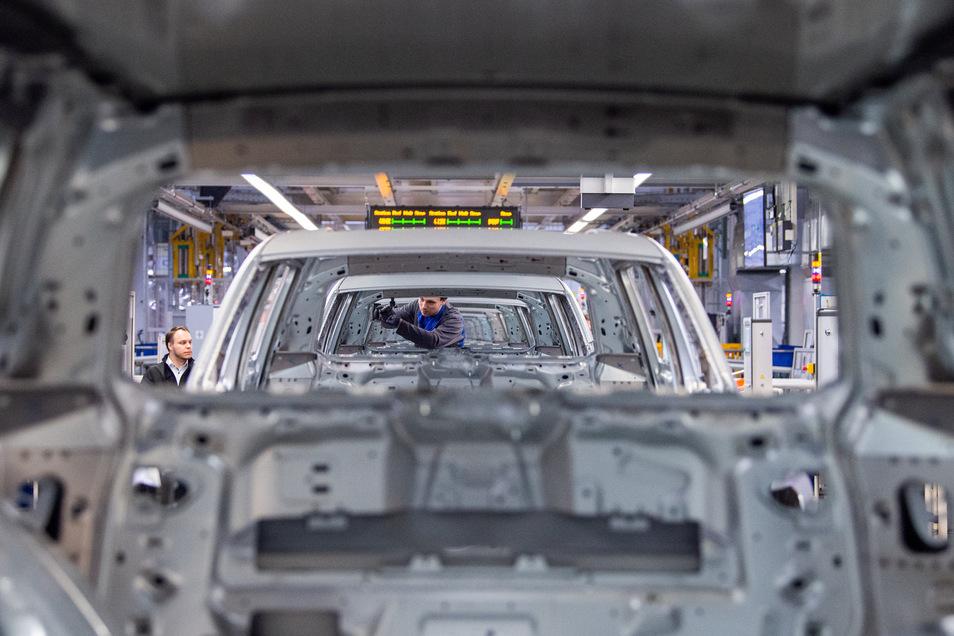 Auch Autobauer wie Volkswagen (Dresden), BMW und Porsche (Leipzig) haben Kurzarbeit angemeldet.