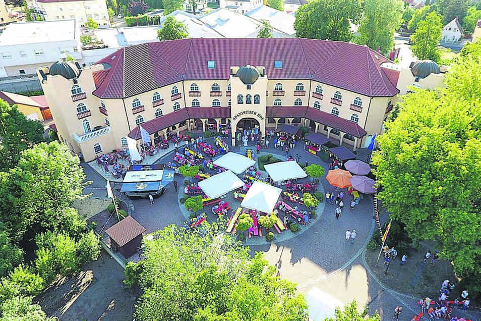 Der Spanische Hof in Gröditz will die Tanzschule Graf aus Riesa mit einer Wette herausfordern.